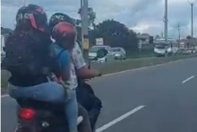 imprudencia en la autopista Medellín-Bogotá, niños en moto