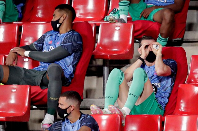 Gareth Bale binoculares 1