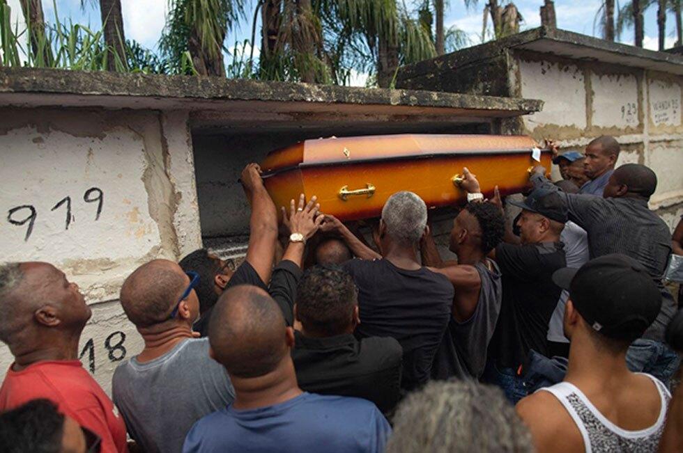 Entierro del músico Evaldo Rosa dos Santos