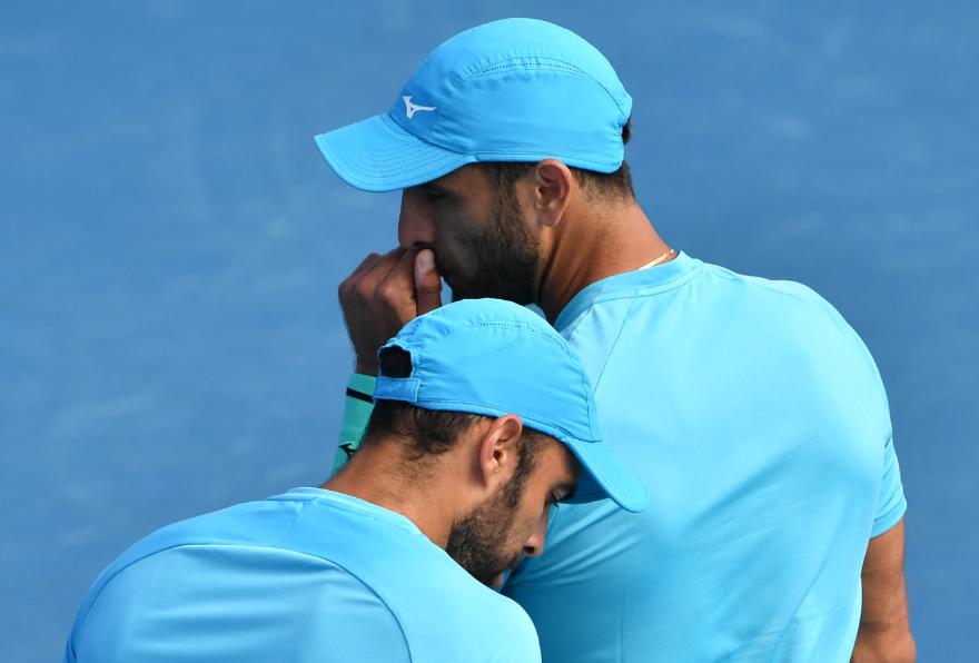Juan Sebastián Cabal y Robert Farah debutaron con victoria en el Abierto de Australia.
