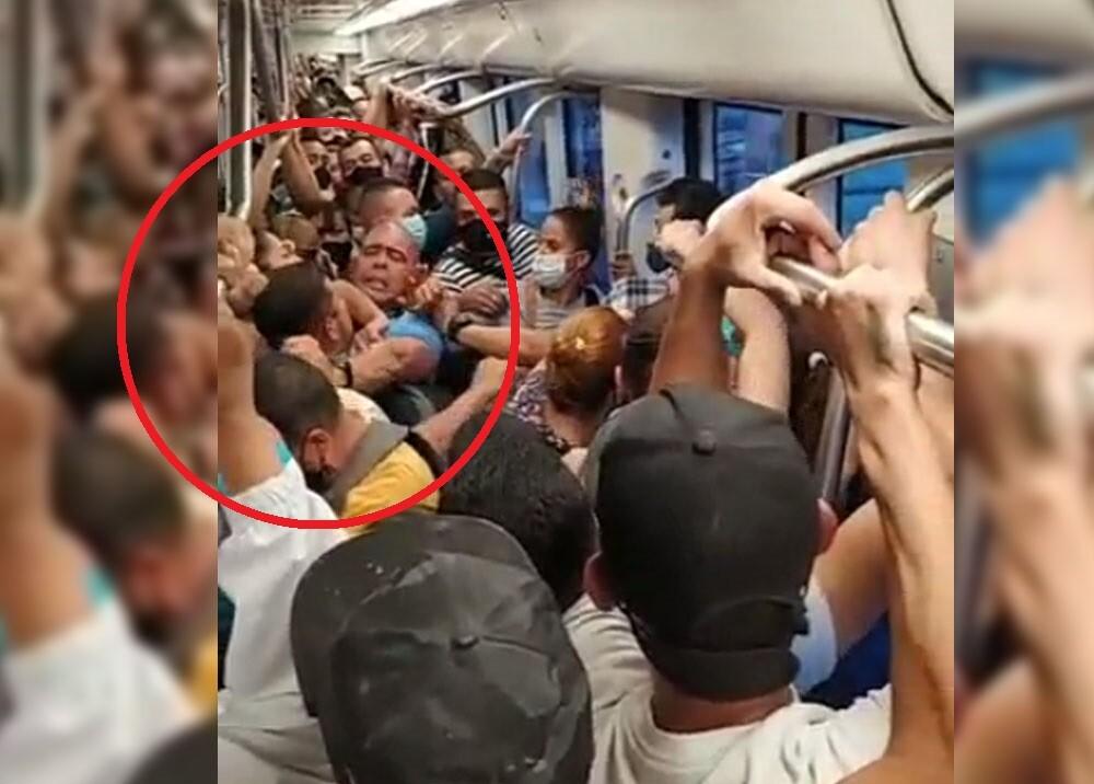 pelea en el metro de medellin.jpg