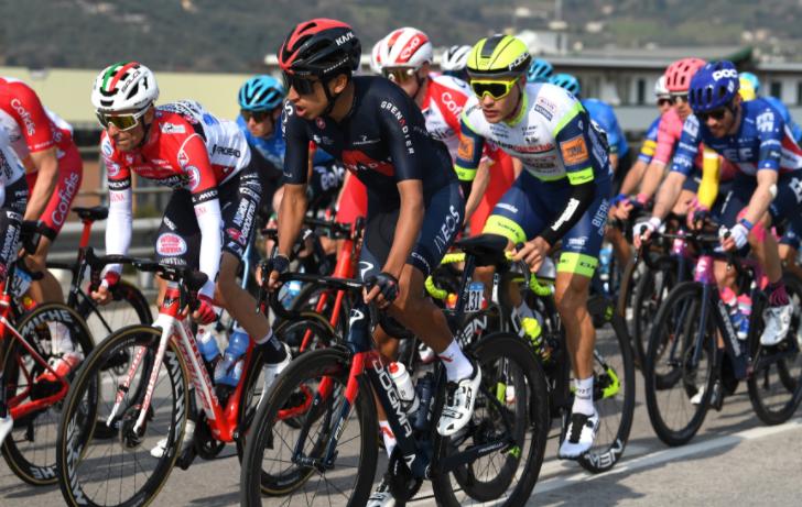 Egan Bernal perdió 18 segundos en la etapa 3 de Tirreno-Adriático.