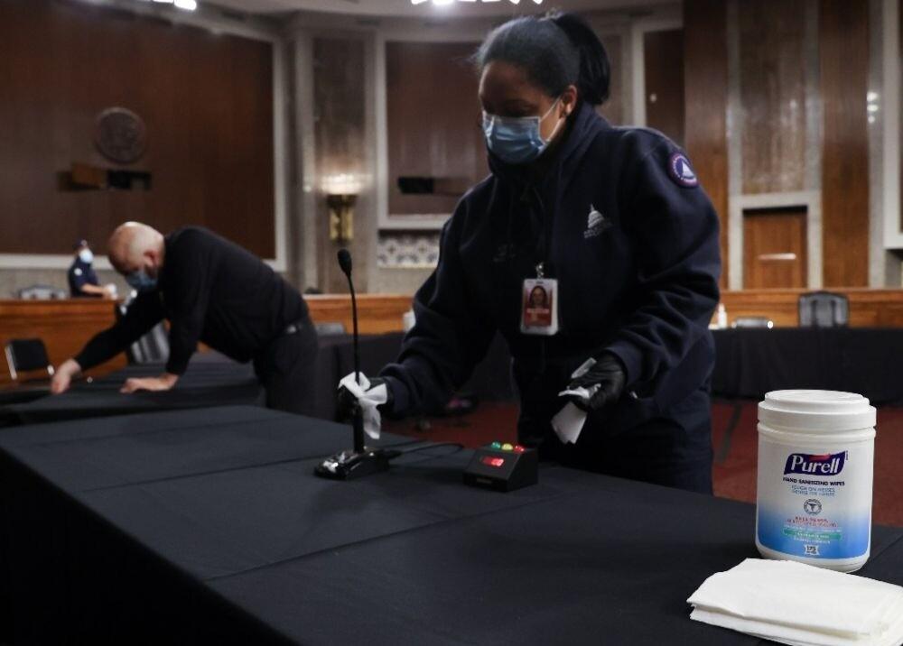 371762_Trabajo hombres y mujeres, referencia / AFP