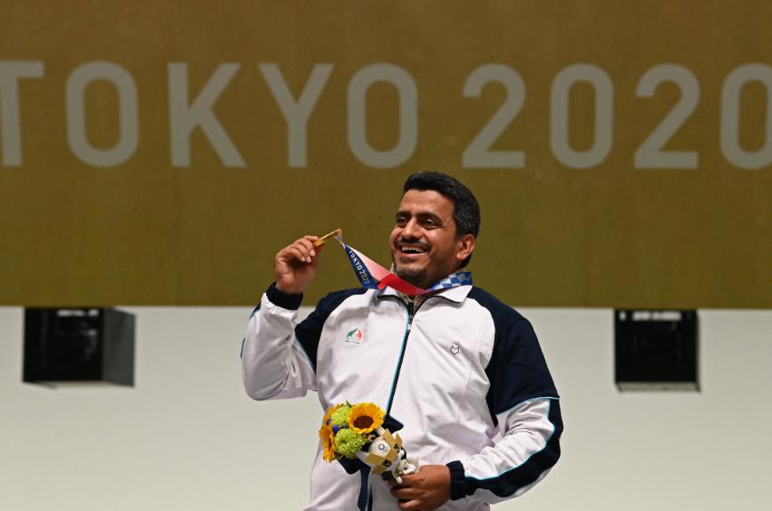 Javad Foroughi se colgó el oro en pistola de aire comprimido 10 metros.