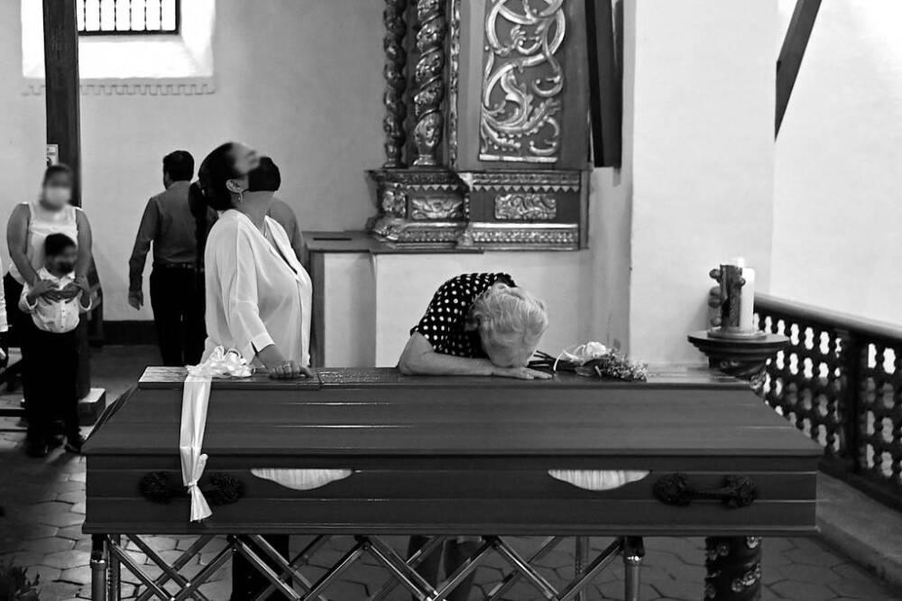 Velación de víctima de masacre en Colombia.jpeg