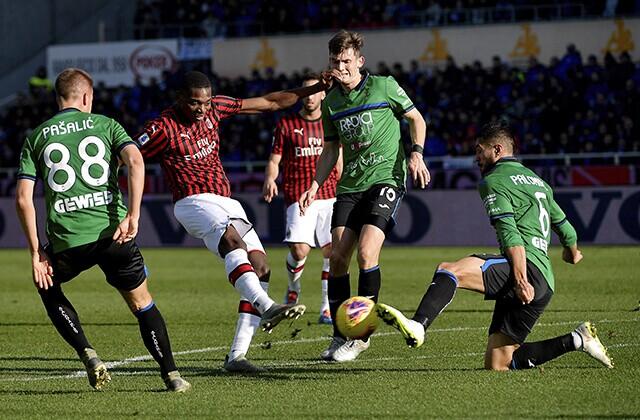 335530_Acción de juego de la Serie A, de Italia