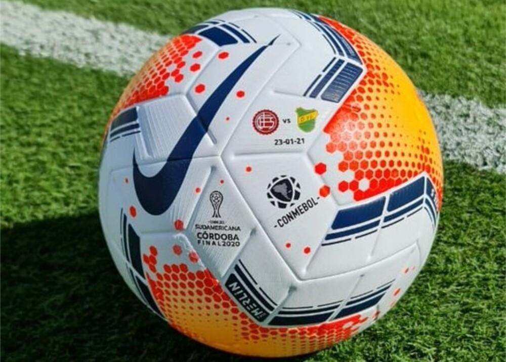 Balón Copa Sudamericana Foto twitter conmebol.jpg