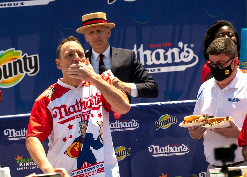 Joey Jaws Chestnut hombre récord perros calientes hot dogs AFP.jpg