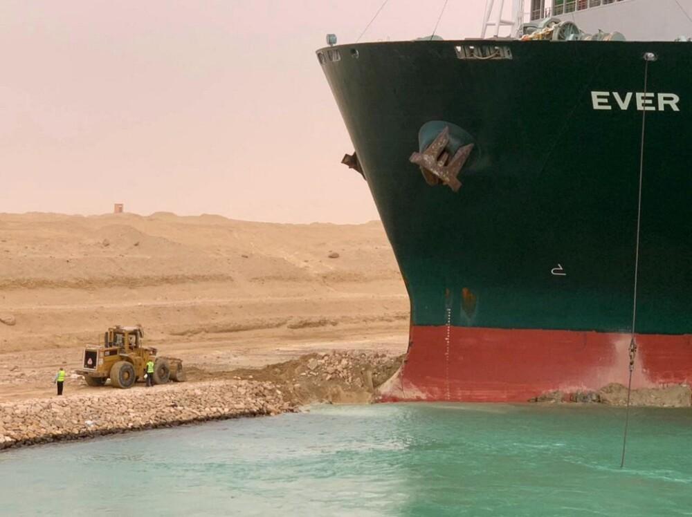 buque Ever Given varado en el canal del Suez