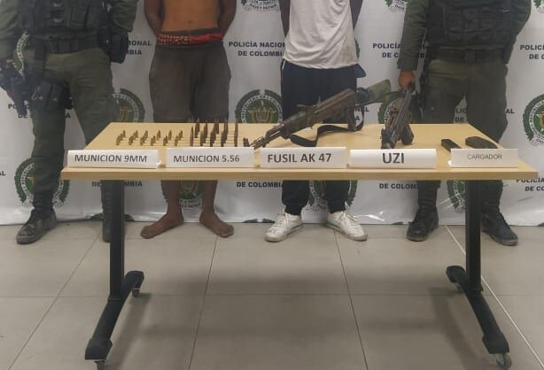 Cárcel para jóvenes que portaban una ak 47 y una mini uzi en buenaventura.jpeg