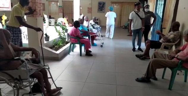 ancianos vacunados.png
