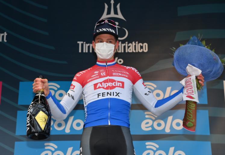 Mathieu van der Poel, ganador de la etapa 3 de Tirreno-Adriático.