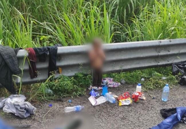 bebe abandonado en una carretera en mexico.jpg