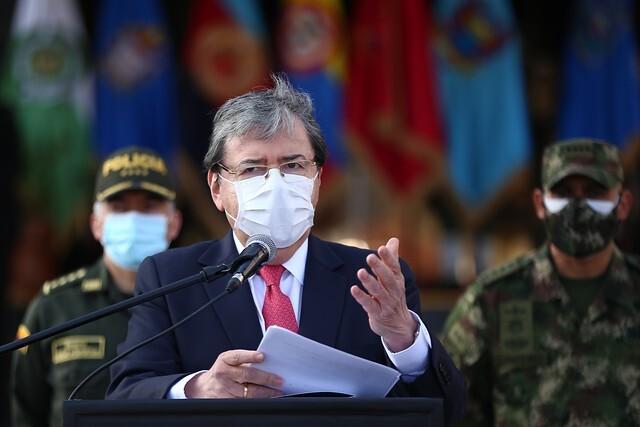 Homenaje Ministerio de Defensa a Carlos Holmes Trujillo.jpg