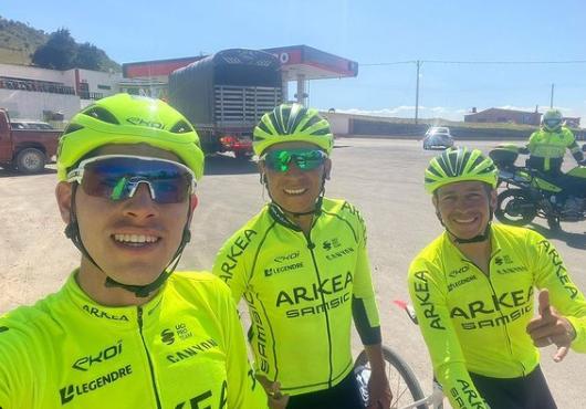 Miguel Flórez, Nairo Quintana y Dayer Quintana, ciclistas colombianos del Arkea.
