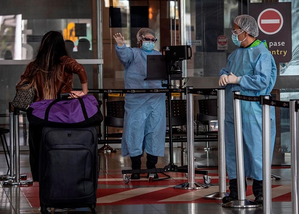 365539_Medidas contra el COVID-19 en el aeropuerto El Dorado // Foto: AFP