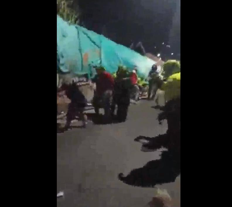Agresión entre policías y ciudadanos en Sabaneta, Antioquia.png
