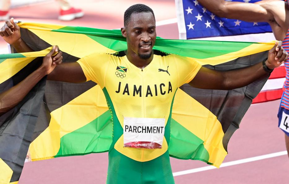 Hansle Parchment ganó el oro en los 110 metros vallas de los Juegos Olímpicos Tokio 2020.