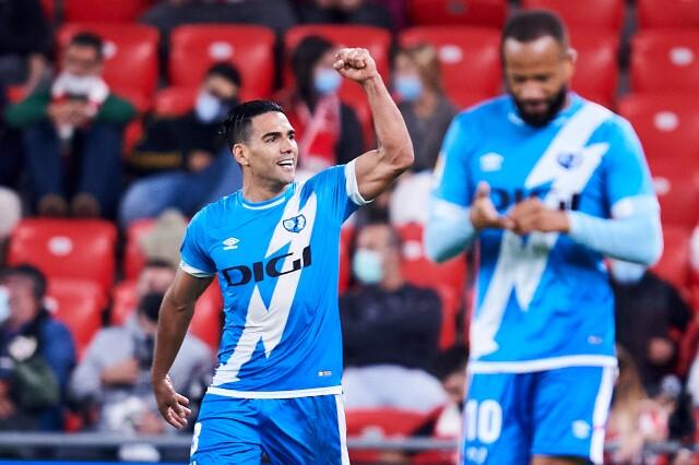 Radamel Falcao García celebra su gol, contra Athletic de Bilbao