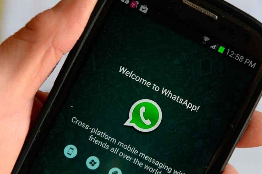 escuchar audios de whatsapp sin que salgan los chulos azules.jpg