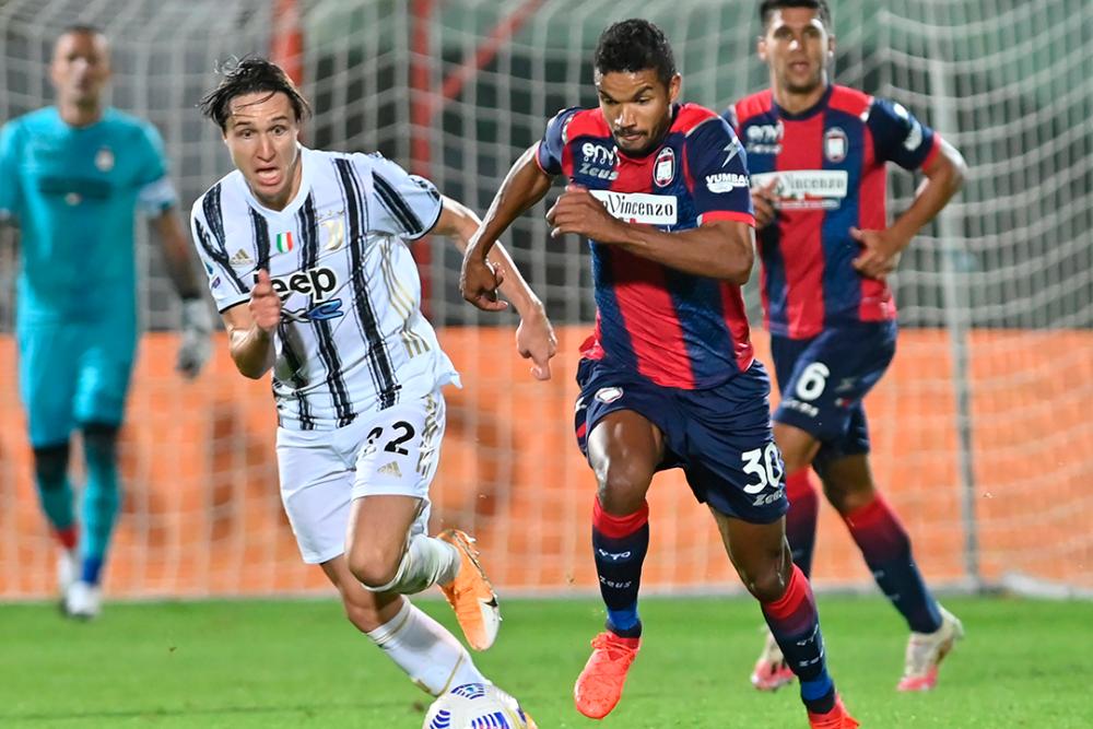 Junior Messias, jugador de Crotone. AFP.png
