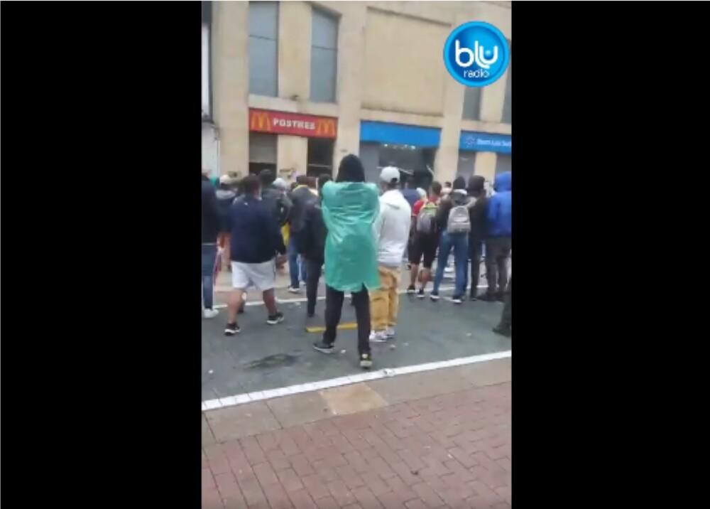 Ataque a banco durante marchas_captura de pantalla.jpg