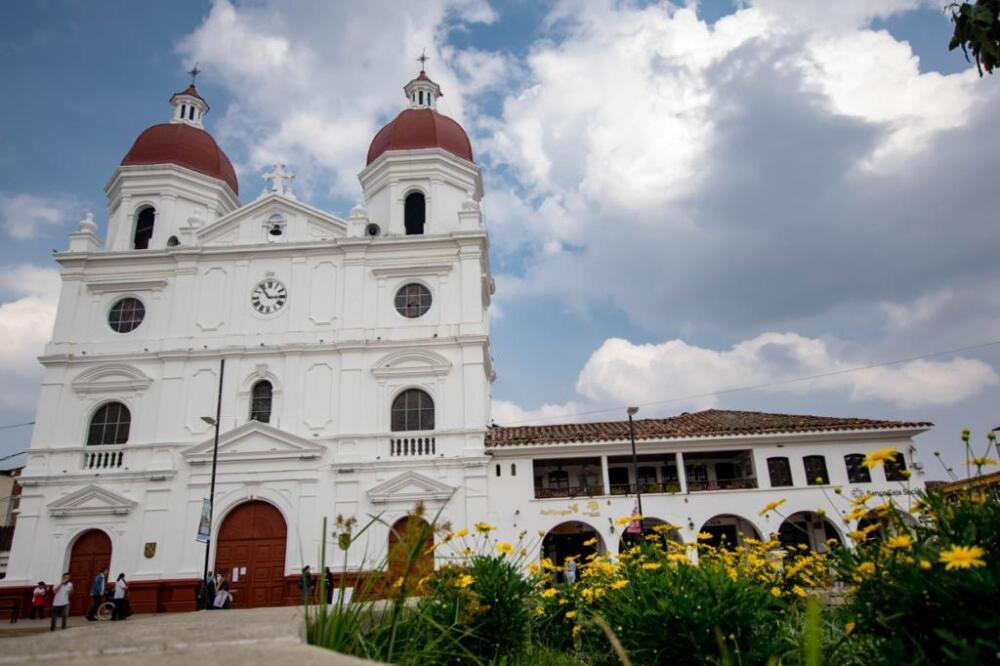 Parque principal de Rionegro, Antioquia.jpeg