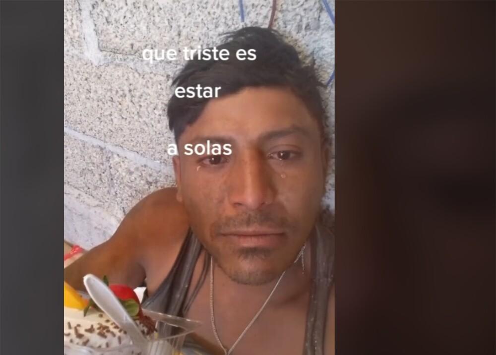 Albañil celebra su cumpleaños solo Foto captura de video.jpg