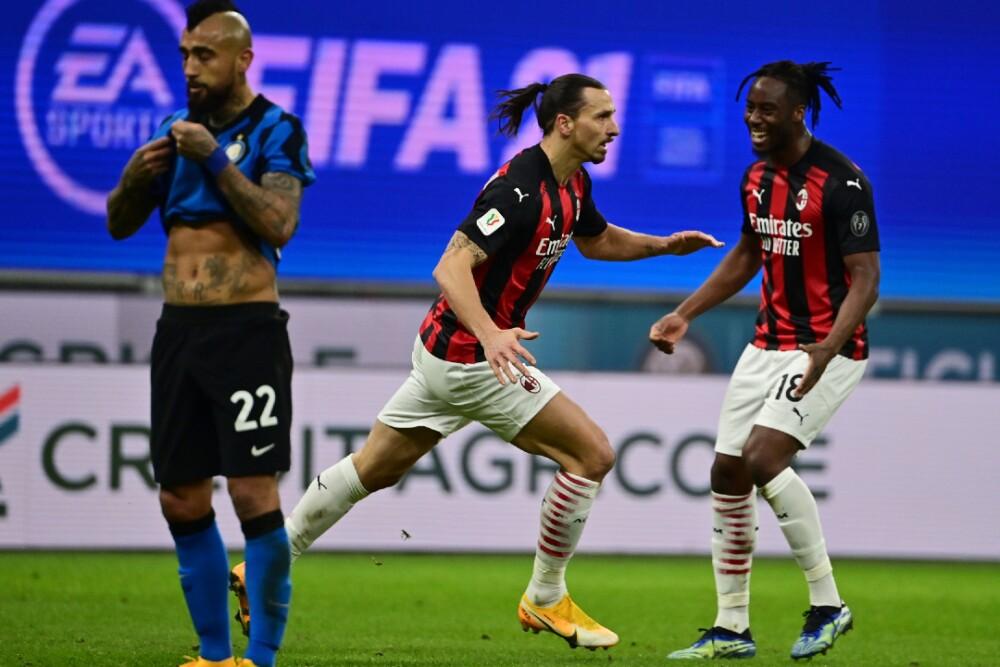 Zlatan Ibrahimovic Milan Arturo Vidal 260121 AFP E.jpg