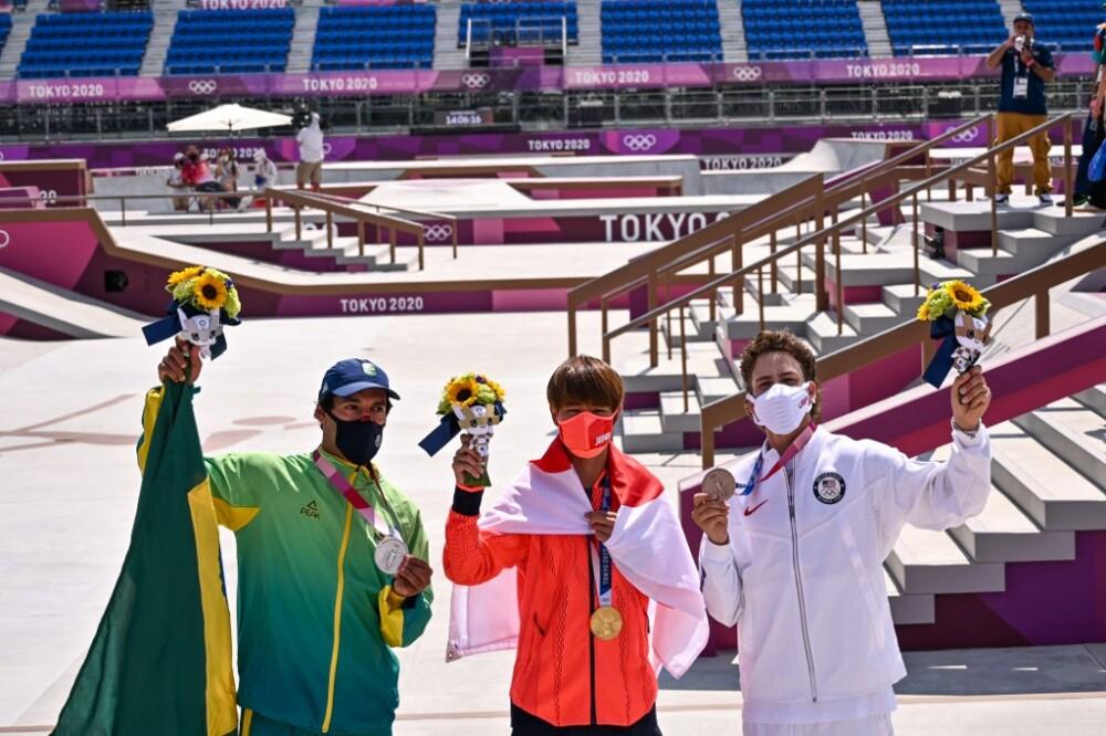 Los tres ganadores de medallas en skate en Juegos Olímpicos. Yuto Horigome se quedó con el oro. Foto AFP