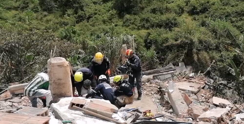 Rescate de adulto mayor atrapado en Caldas, Antioquia.jpg