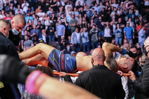 Chris Weidman se parte una pierna en el octágono de la UFC al lanzar una patada