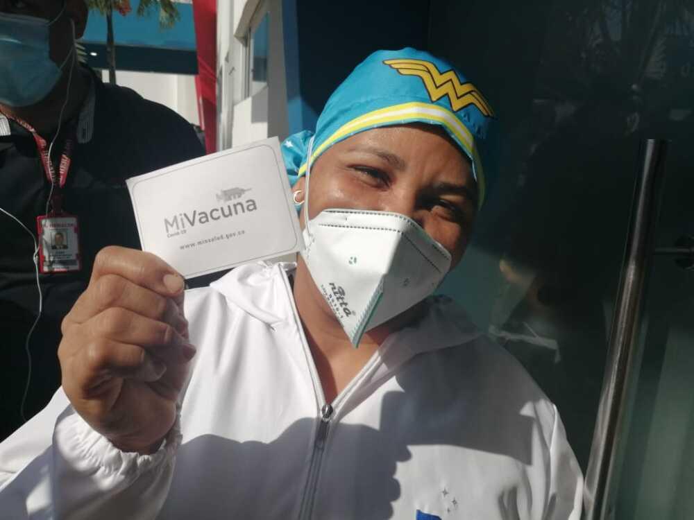 Liseidis Pérez Salas  mujer vacunada en barranquilla.jpeg