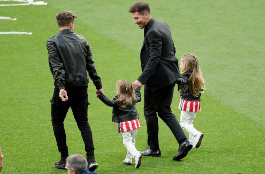 Diego Simeone y sus hijas 230521 Getty Images E.JPG