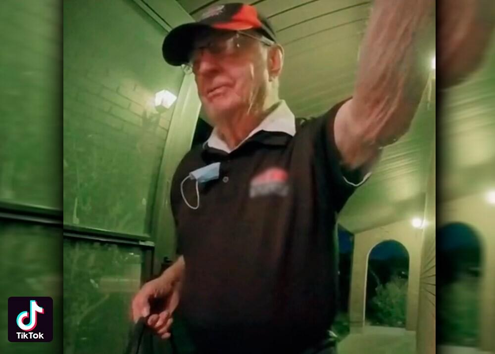 Repartidor de pizza de 89 años por crisis de la pandemia