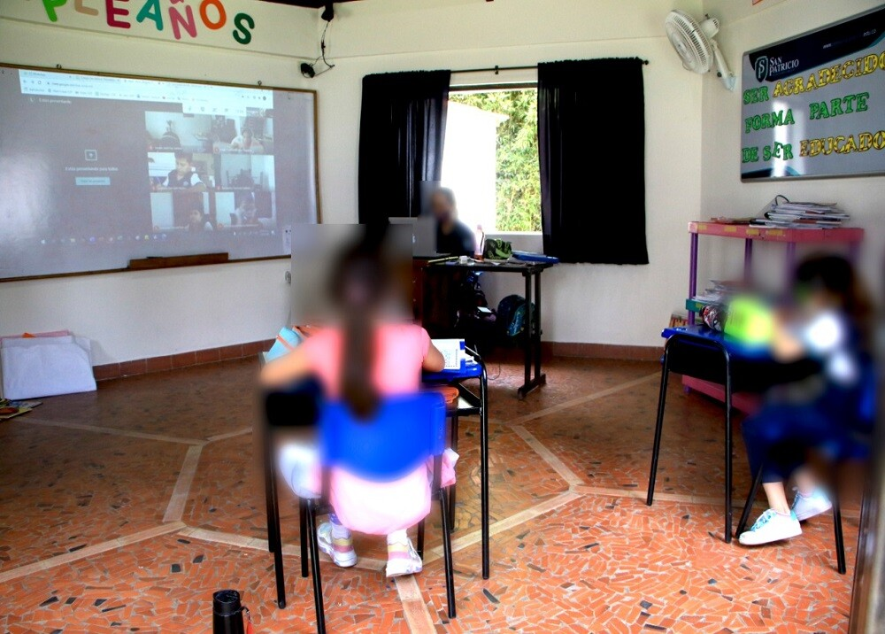 372901_Colegio de Floridablanca fue descubierto en clases presenciales / Foto: Policía