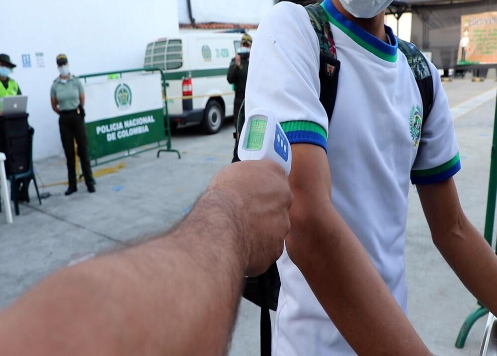 FOTO ALTERNANCIA COLEGIO POLICÍA BGA.jpg