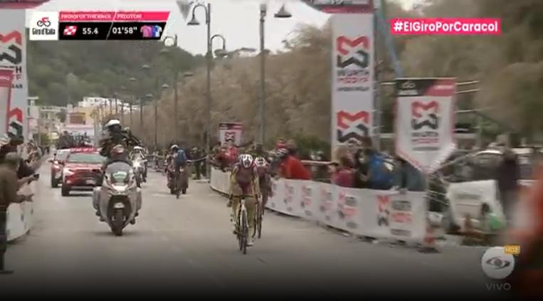 Segundo esprint intermedio de la etapa 7 del Giro de Italia 2021.