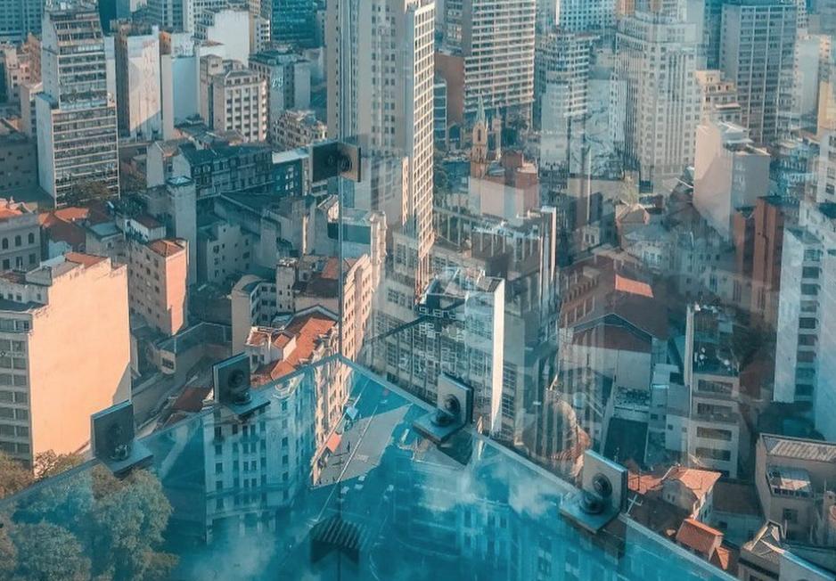 Sampa Sky, un mirador de cristal a 170 metros de altura en Sao Paulo, Brasil.