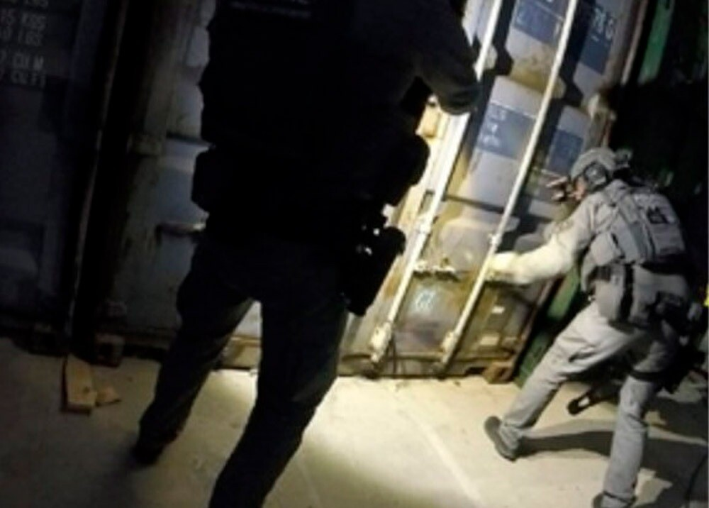 370193_Hallan contenedor para torturas en Holanda // Foto: Twitter @ PolitieLE