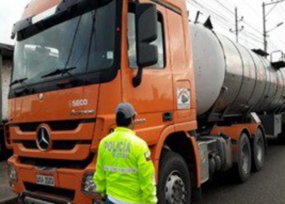 322397_Blu Radio // Carro con combustible // Foto: Twitter Policía de Ecuador