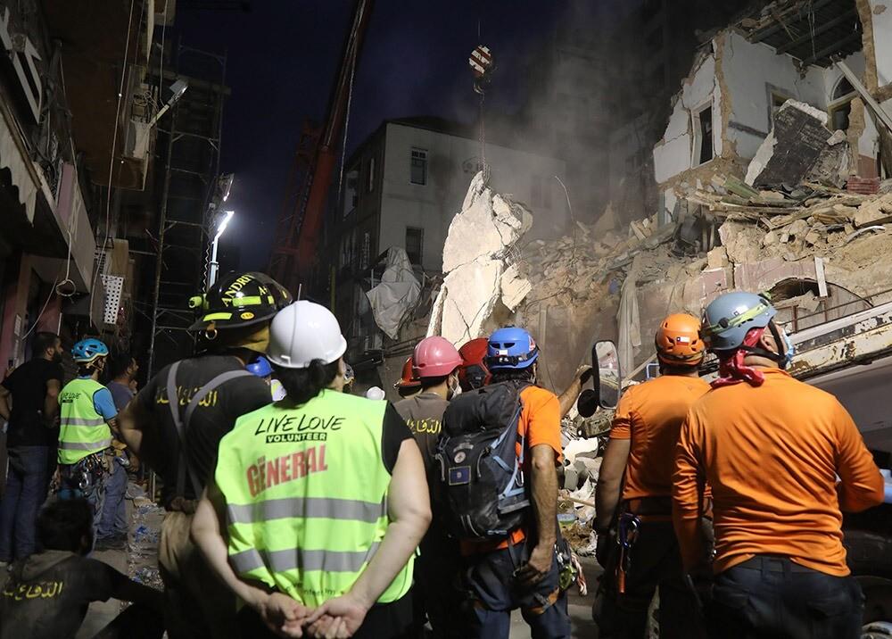 376656_Rescatistas chilenos en Líbano // Foto: AFP
