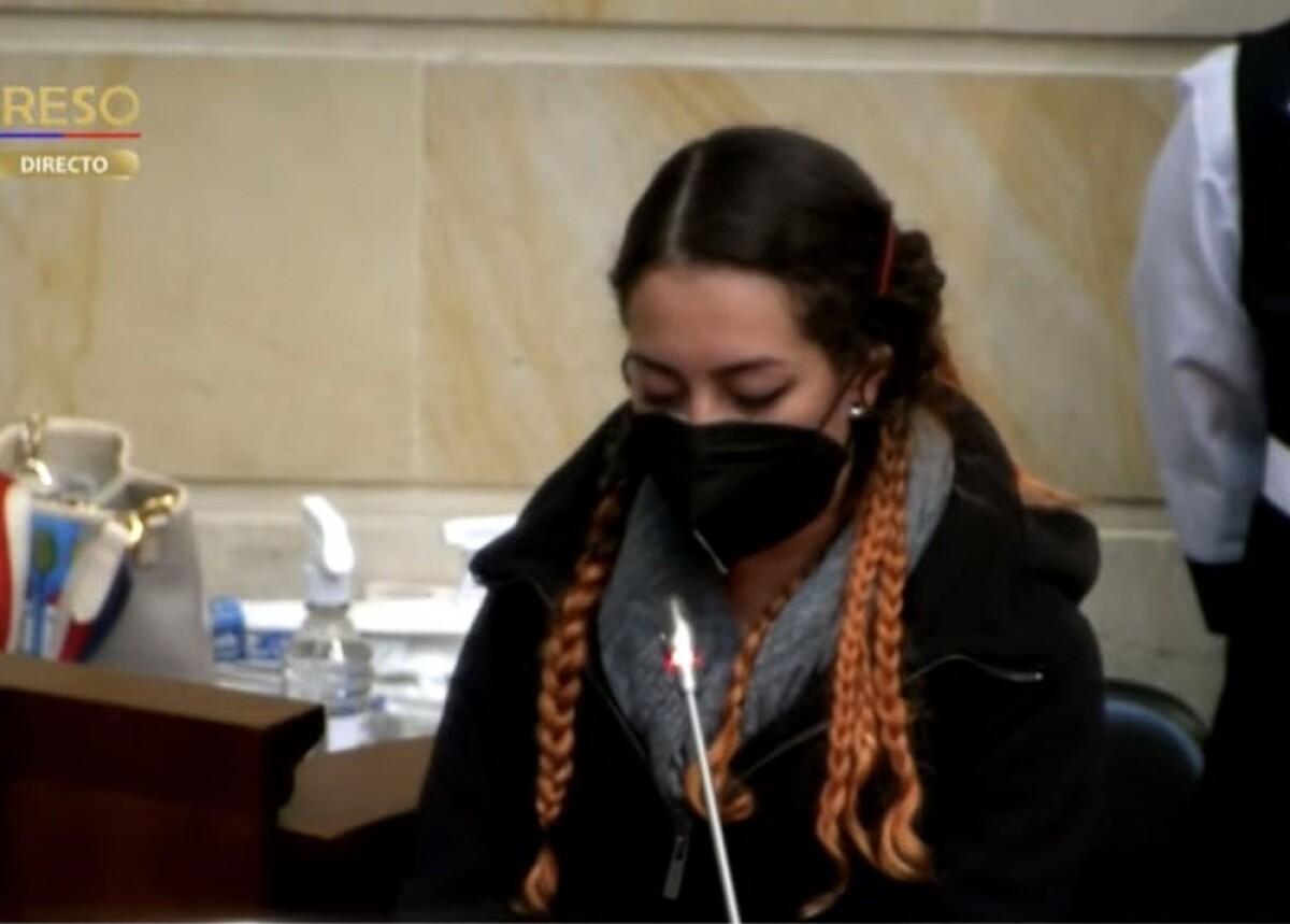 Familiares de Lucas Villa y víctimas piden al Senado aprobar moción de  censura contra MinDefensa