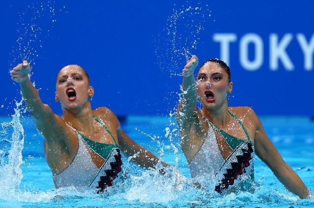Evangelia Papazoglou y Evangelia Platanioti, equipo de natación artística griego