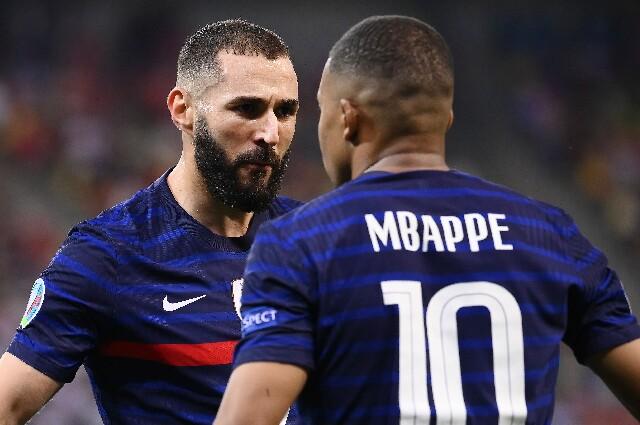 Kylian Mbappé y Karim Benzema