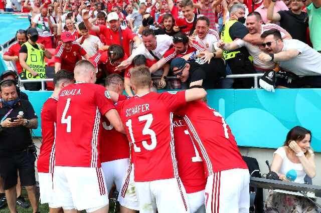 Celebración del gol de Hungría