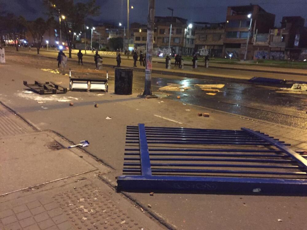 Paro Nacional 24 civiles y 5 policías heridos en otra noche trágica en Bogotá.jpeg
