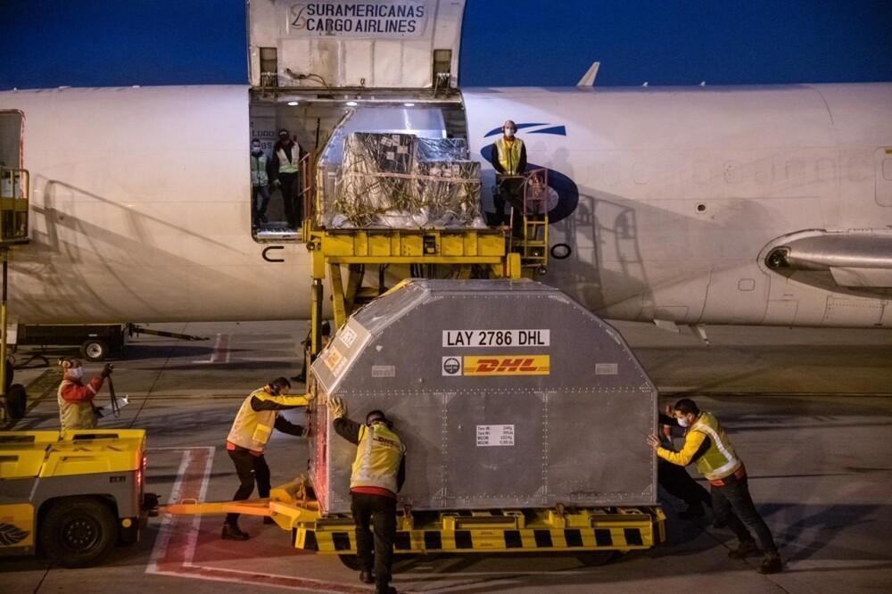 Llegada de nuevo lote de vacunas de Pfizer al aeropuerto El Dorado