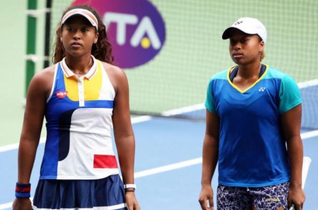 Naomi y Mari Osaka en un partido de dobles.