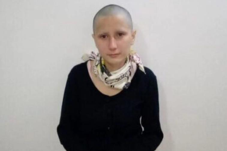 Mujer que fingió tener cáncer de útero y estafó a cientos de personas